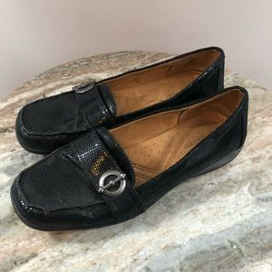 Naturalizer size 7 loafers leather reptile